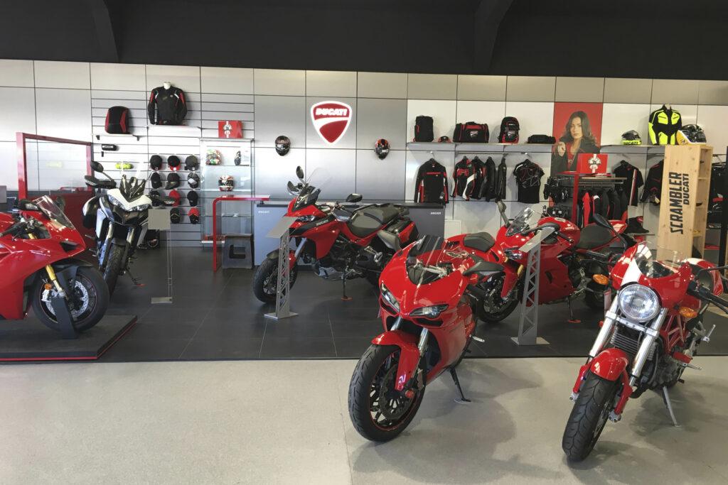 Vista frontal de la zona de la exposición Ducati.