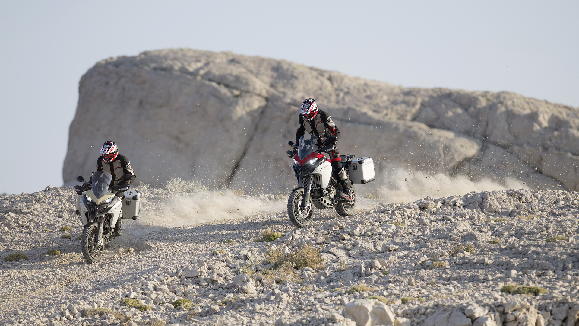 Ducati Multistrada 1260Enduro por piedra
