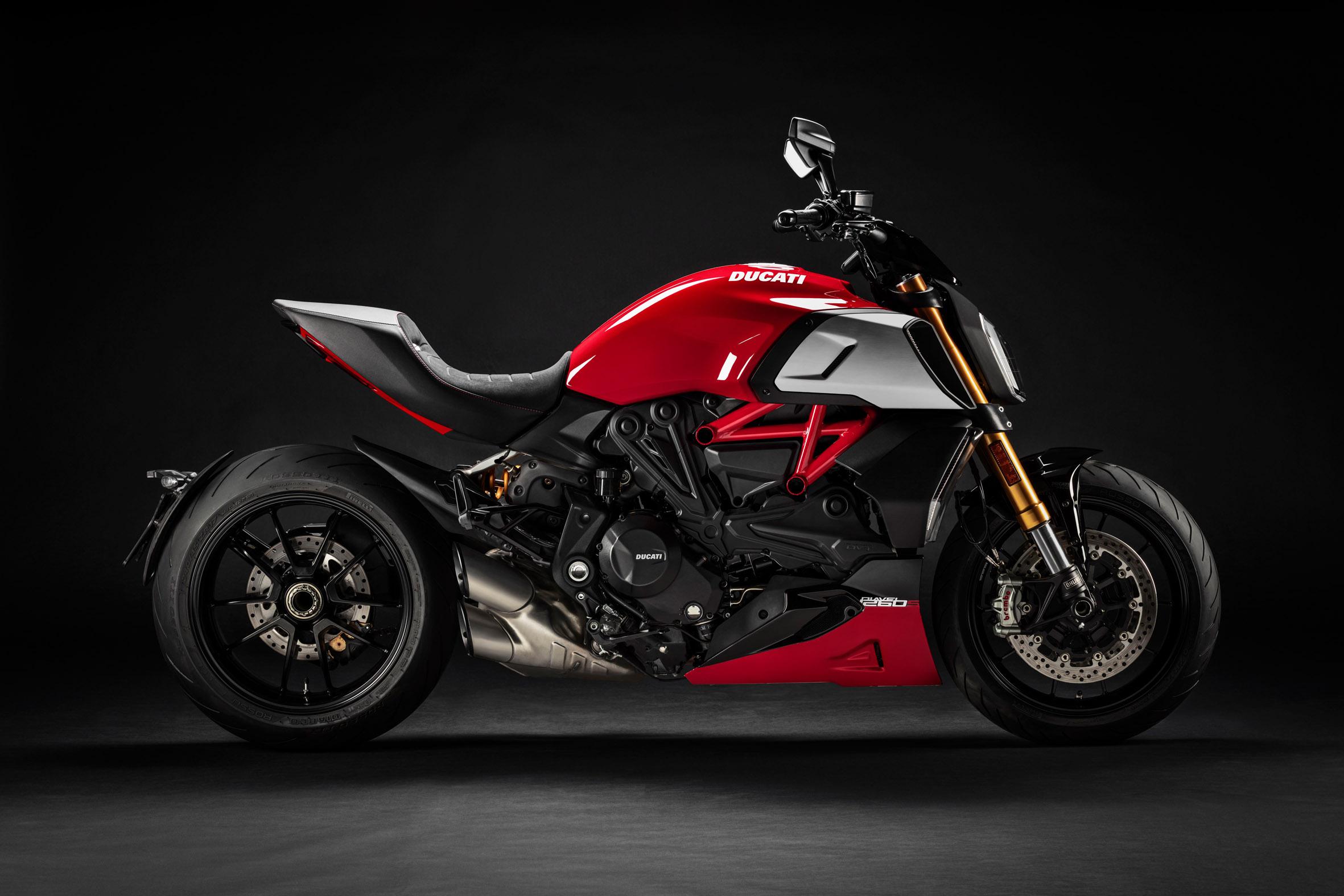Nuevo color Ducati Diavel 1260s 2020 roja